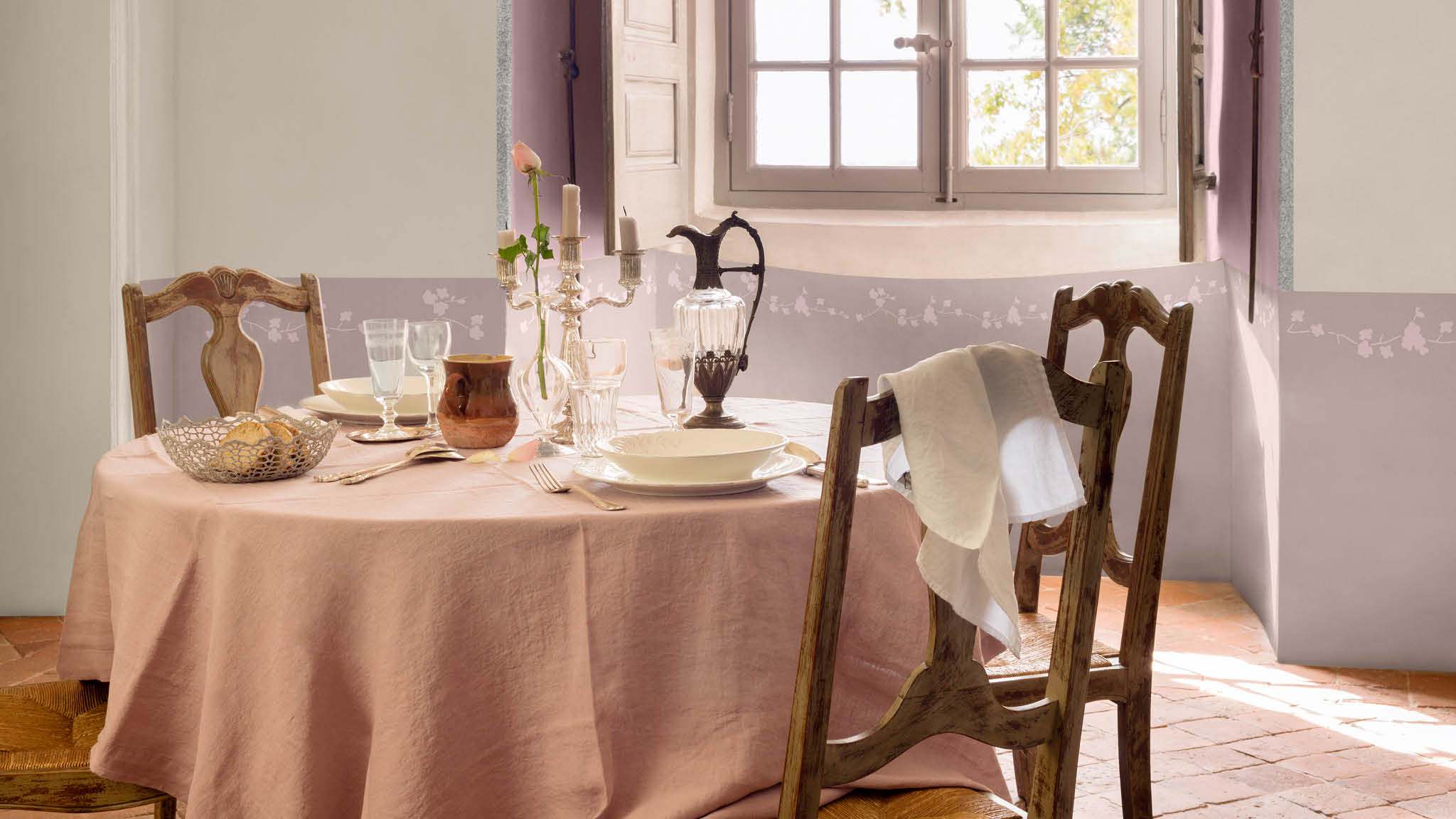 For a traditional dining room that exudes prettiness, look to the romance of the French countryside for inspiration. Pair crisp, classic greys with chalky, muted pastels like violet and lilac.