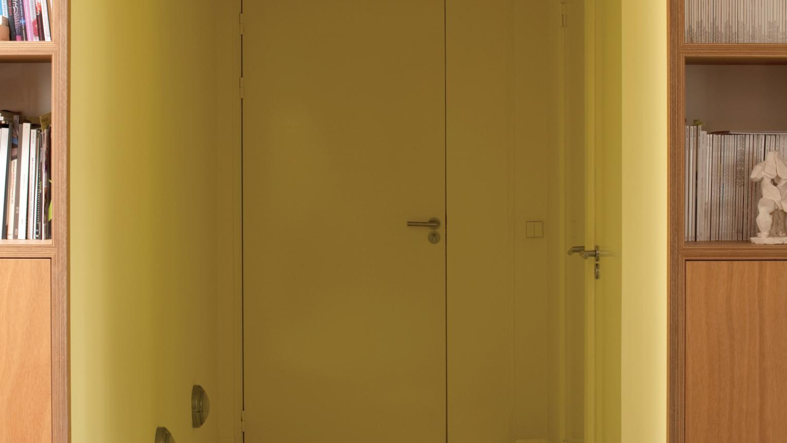 Paint a corridor from floor-to-ceiling in one shade of yellow.